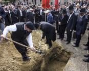 De mänskliga kvarlevorna begravdes på begravningsplatsen i Cronenbourg i Strasbourg den 6september i år.