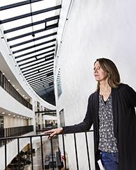 Amelie Eriksson Karlström är professor i molekylär bioteknik och dekan för Skolan för bioteknologi vid KTH, som huserar på Albanova.