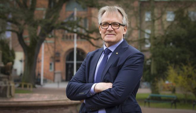 Torbjörn von Schantz framför Lunds universitet