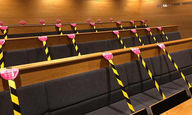 Avspärrade stolar för distansering